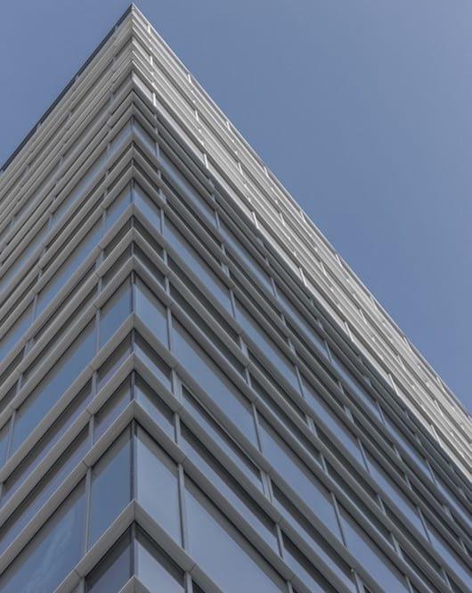 Okolí budovy MONEUS